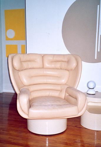 Pierre Paulin Ribbon Chair Catherine Bujold Flat Close Up 01